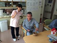 お茶会では男性もお茶をたてました。
