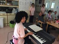 敬老会 ピアノの演奏(緒方NS)