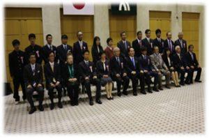 上の写真は12月6日、県庁で「コープ歯科まるがめ」の緑のカーテンコンテスト授賞式の様子です。